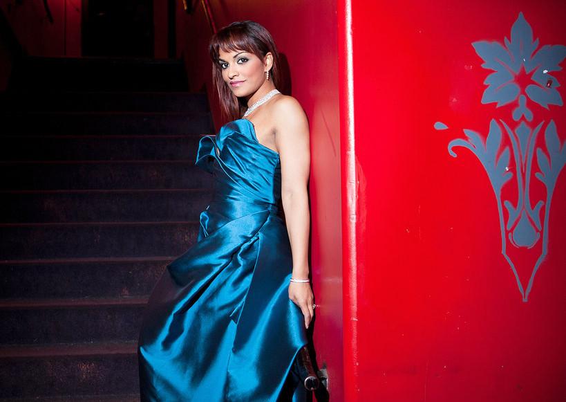 Danielle de Niese's wardrobe make headlines…Wait, what?