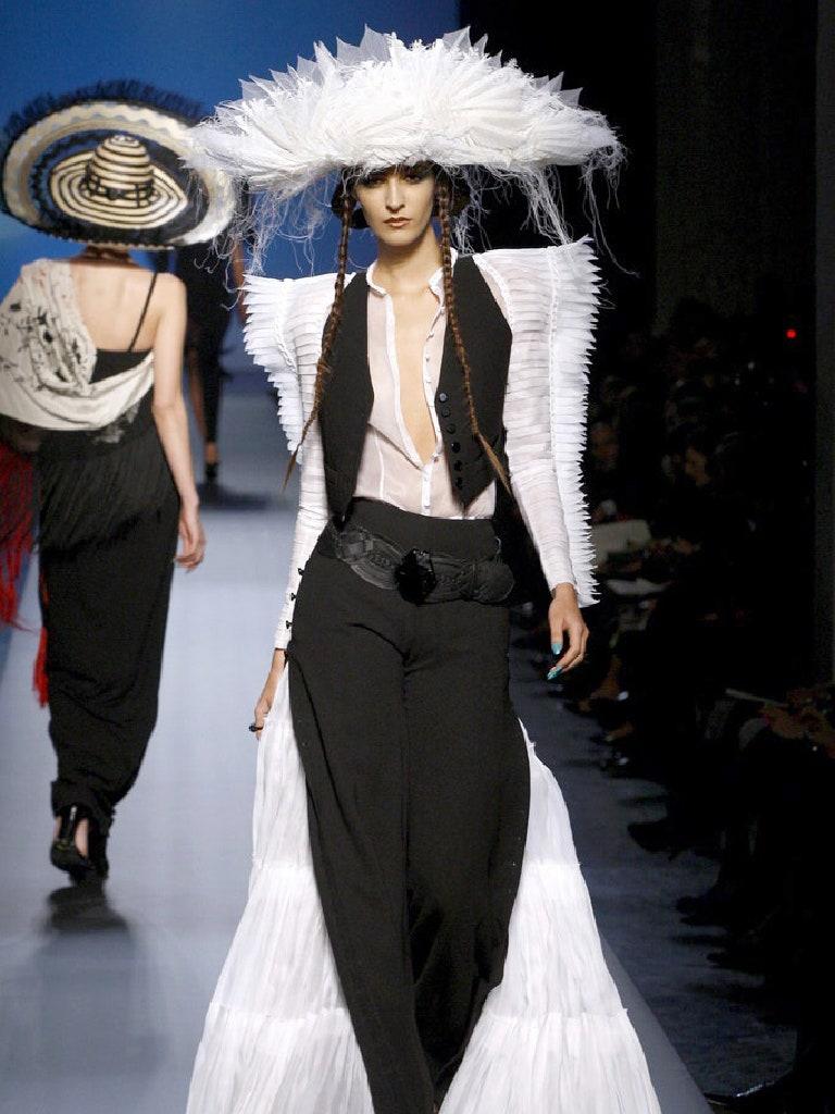 Emina Cunmulaj in Jean Paul Gaultier, spring 2010 couture Photo: Monica Feudi / Gorunway.com